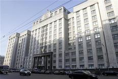 Здание Государственной Думы РФ в Москве, 26 февраля 2010 г. Дума РФ разрешила российским эмитентам еврооблигаций, выпущенных с 1 января 2007 года по 1 января 2014 года, не платить налог на прибыль с процентных доходов. REUTERS/Alexander Natruskin