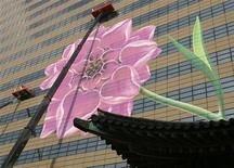Designers and workers decorate the headquarters of Kyobo Life Insurance in central Seoul March 3, 2008. REUTERS/Lee Jae-Won