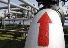 """Газокомпрессорная станция """"Солоха"""", расположенная недалеко от поселка Опошня, 24 мая 2011 года. Газпром проавансировал украинский Нафтогаз на $2 миллиарда, демонстрируя Европе заботу и старание застраховать ее от возможных перебоев с газоснабжением. REUTERS/Gleb Garanich"""