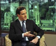 """<p>Le chancelier de l'Échiquier George Osborne estime dans les colonnes du Sunday Telegraph que la crise de la dette dans la zone euro est en train de """"tuer"""" la timide reprise économique au Royaume-Uni et les dirigeants de la zone euro approchent du """"moment de vérité"""". /Photo prise le 6 mai 2012/REUTERS/Jeff Overs/BBC</p>"""
