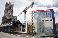 Condominiums are seen under construction in Toronto in this June 19, 2009 file photo. REUTERS/Chris Roussakis