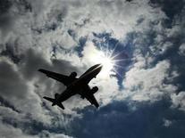 <p>L'Association internationale du transport aérien (Iata) confirme sa prévision de bénéfice du transport aérien à trois milliards de dollars cette année. Cette confirmation dissimule cependant de grandes disparités régionales dans la mesure où seules l'Amérique du Nord et du Sud voient leurs perspectives bénéficiaires s'améliorer. /Photo d'archives/REUTERS/Luke MacGregor</p>