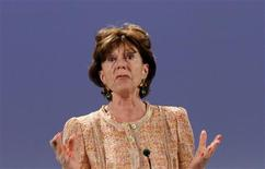 <p>La commissaire européenne chargée de la stratégie numérique Neelie Kroes est favorable à une consolidation permettant de faire émerger des acteurs paneuropéens solides, capables d'investir dans les réseaux pour rattraper le retard accumulé face aux Etats-Unis et à l'Asie. /Photo d'archives/REUTERS/Yves Herman</p>