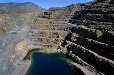 A truck (L) makes it way up the side of Molycorp Minerals open pit Mountain Pass Mine in Mountain Pass, California in this August 19, 2009 photo. REUTERS/David Becker