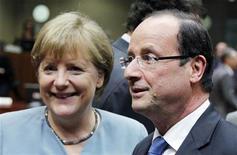 <p>Angela Merkel et François Hollande lors du sommet européen de mai dernier. La France et l'Allemagne sont en quête de compromis pour favoriser à la fois la croissance et une plus grande intégration européenne dans l'optique du conseil européen des 28 et 29 juin. /Photo prise le 23 mai 2012/REUTERS/François Lenoir</p>