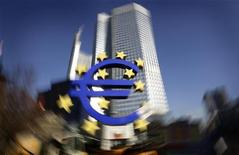 <p>Un rapport publié mardi par la BCE indique que le plan de sauvetage des banques espagnoles va contribuer à stabiliser l'économie du pays. /Photo prise le 17 janvier 2012/REUTERS/Kai Pfaffenbach</p>