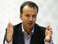 Аркадий Дворкович дает интервью Рейтер в Москве 14 сентября 2011 года. Правительство РФ подтвердило план обуздать свой разыгравшийся было аппетит в отношении налогообложения газовой отрасли, пообещав значительные послабления независимым производителям. REUTERS/Grigory Dukor