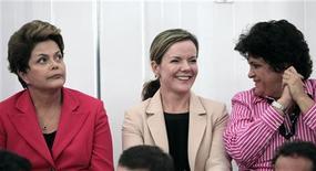 (Esquerda-direita) A presidente, Dilma Rousseff, a ministra-chefe da Casa Civil, Gleisi Hoffmann, e a ministra do Meio-Ambiente, Izabella Teixeira, comparecem à abertura do Pavilhão Brasil do Rio+20, 13 de junho de 2012. REUTERS/Sérgio Moraes