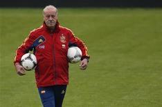 Главный тренер сборной Испании Висенте дель Боске на тренировке в Гневино 16 июня 2012 года. Матч группы C между сборными Хорватии и Испании состоится в понедельник, 18 июня, в рамках чемпионата Европы. REUTERS/Juan Medina
