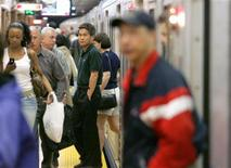 Transit riders leave a subway car on the platform at Union Station, Toronto's main commuter hub in downtown Toronto May 10, 2006. REUTERS/J.P. Moczulski