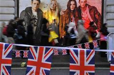 <p>Les ventes au détail au Royaume-Uni ont rebondi en mai et plus que prévu, portées par une forte progression des achats vestimentaires, selon les chiffres publiés jeudi par l'Office national de la statistique (ONS). /Photo d'archives/REUTERS/Toby Melville</p>