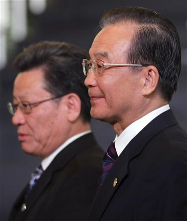 UN Secretary-General Ban Ki-Moon (R) and Sha Zukang, secretary-general of the ''Rio+20'' United Nations Conference on Sustainable Development attend the leaders of the Rio+20 United Nations sustainable development summit group photo opportunity in Rio de Janeiro June 20, 2012. REUTERS/Paulo Whitaker