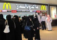 Men and women wait in separate lines to order at McDonald's in Riyadh's Faisaliah mall May 16, 2012. REUTERS/Arlene Getz