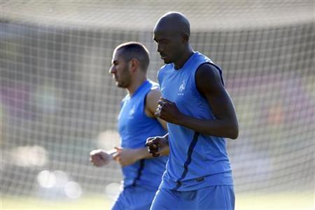 France's soccer players Karim Benzema (L) and Alou Diarra attend a training session at the team's training center in Kircha near Donetsk June 22, 2012. REUTERS/Charles Platiau