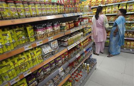 Customers shop at the Big Bazaar retail store in Mumbai June 9, 2012. REUTERS/Vivek Prakash/Files