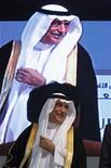 Саудовский министр финансов Ибрагим аль-Ассаф улыбается на финансовой конференции в Эр-Рияде 1 марта 2011 года. Саудовская Аравия, похоже, не планирует сокращать добычу нефти ради поддержки мирового экономического роста, несмотря на падение цен ниже $90 за баррель впервые за полтора года, ослабившее российский рубль и способное навредить Ирану. REUTERS/Fahad Shadeed