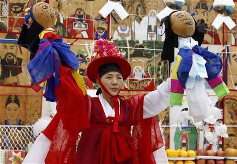 Korean shamanism finds new life in modern era | Reuters