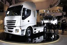 <p>Iveco, la filiale de Fiat Industrial fabriquant des véhicules utilitaires, va fermer cinq usines en Europe, dont le site français de Chambéry, d'ici la fin de l'année pour adapter son outil de production au déclin des ventes de camions en Europe. /Photo d'archives/REUTERS/Christian Charisius</p>
