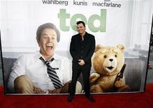 """Режиссер Сет Макфарлейн на премьере фильма """"Третий лишний"""" в Голливуде, 22 июня 2012 г. Комедия """"Третий лишний"""" с участием сквернословящего плюшевого медведя стала лидером кинопроката в минувший уикенд, заработав $54,1 миллиона в США и Канаде и потеснив бывшего лидера """"Супер Майка"""".  REUTERS/Mario Anzuoni"""