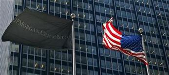 The JP Morgan (L) and U.S. flags wave outside the JP Morgan headquarters in New York, May 17, 2012. REUTERS/Eduardo Munoz