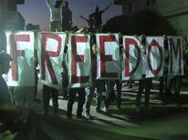Manifestantes participam de um protesto contra o presidente Bashar al-Assad, da Síria, na área de kfr Suseh em Damasco, na Síria. 2/07/2012 REUTERS/Shaam News Network/Divulgação