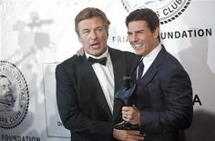Actors Alec Baldwin (L) and Tom Cruise pose with Cruise's Entertainment Icon Award before being presented with it by The Friars Club and Friars Foundation at the Waldorf Astoria in New York June 12, 2012. REUTERS/ Andrew Kelly