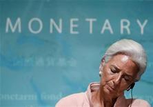 Глава МВФ Кристин Лагард на пресс-конференции в Токио, 6 июля 2012 года. Глава Международного валютного фонда выразила обеспокоенность ухудшением состояния мировой экономики, сказав, что прогноз стал еще более тревожным, так как рост в развитых и крупных развивающихся странах продолжает замедляться. REUTERS/Kim Kyung-Hoon