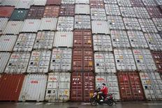 <p>Les importations ont augmenté à un rythme deux fois moins élevé que prévu en juin (6,3% en rythme annuel contre 12,7% en mai), ravivant les craintes d'un essoufflement de la demande chinoise. /Photo d'archives/REUTERS/Aly Song</p>
