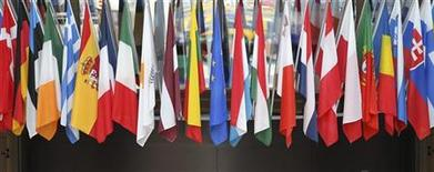 <p>Les gouvernements de l'Union européenne se sont entendus mercredi pour s'opposer aux projets de forte augmentation du budget de l'UE l'an prochain, en limitant la hausse à 2,8% pour éviter d'alourdir le fardeau des pays les plus affectés par la crise de la dette. /Photo d'archives/REUTERS/François Lenoir</p>