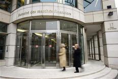 <p>Jean-Marc Ayrault envisage de proposer à François Hollande la nomination de Gérard Rameix, actuel médiateur du Crédit, à la présidence de l'Autorité des marchés financiers (AMF), en remplacement de Jean-Pierre Jouyet, en passe de devenir directeur général de la Caisse des dépôts et consignations (CDC). /Photo d'archives/REUTERS/Benoît Tessier</p>