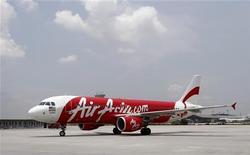 <p>Tony Fernandes, PDG d'AirAsia, a déclaré à Reuters que la compagnie malaisienne comptait finaliser d'ici à deux mois l'achat de 50 avions A320 à Airbus plus 50 options et s'intéressait à des achats supplémentaires d'A330. /Photo prise le 21 mars 2012/REUTERS/Tim Chong</p>