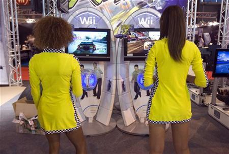 Hostesses play Wii games during the video game show in Paris September 17, 2009. REUTERS/Charles Platiau