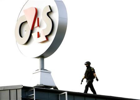 A police Swat team member walks on the roof of G4S cash depot in Vastberga, Stockholm September 23, 2009. Robbers used a helicopter to carry out a spectacular theft at the cash depot south of Stockholm early Wednesday morning. REUTERS/Pontus Lundahl/Scanpix