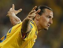 O sueco Zlatan Ibrahimovic comemora após marcar um gol contra a França durante uma partida no Olympic Stadium em Kiev, na Ucrânia. 19/06/2012 REUTERS/Charles Platiau