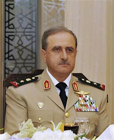7月18日、シリアの首都ダマスカスで自爆攻撃があり、同国のラジハ国防相とアサド大統領の義兄で国防副大臣のシャウカト氏が死亡した。写真はラジハ国防相。ダマスカスで2010年8月撮影(2012年 ロイター/Sana/Files)