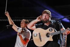 Zac Brown (R) and Jimmy De Martini of Zac Brown Band perform during the Country Music Association (CMA) Music Festival in Nashville, Tennessee June 7, 2012. REUTERS/Harrison McClary