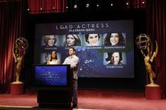 Apresentador Jimmy Kimmel (D) e atriz Kerry Washington anunciam os indicados para a premiação do Emmy da Academia de Artes e Ciências Televisivas em Los Angeles, nos EUA. 19/07/2012 REUTERS/Mario Anzuoni
