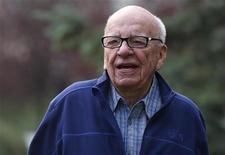 <p>Rupert Murdoch a démissionné des conseils d'administration de sociétés contrôlant plusieurs journaux britanniques, dont le Sun, le Times et Sunday Times. Le magnat de la presse a notamment quitté le conseil d'administration de News International, filiale qui rassemble les journaux britanniques du groupe de son groupe News Corp, au coeur du scandale des écoutes téléphoniques. /Photo prise le 13 juillet 2012/REUTERS/Jim Urquhart</p>