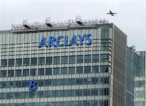 """The letter """"B"""" of the signage on the Barclays headquarters in Canary Wharf is hoisted up the side of the building in London July 20, 2012. REUTERS/Simon Newman"""