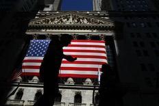 <p>Pas moins de 138 sociétés du S&P publieront leurs résultats cette semaine. Ceux d'Apple, pour lequel les attentes sont déjà élevées, et de Facebook, pour qui ce sera les premiers trimestriels, sont particulièrement attendus. /Photo d'archives/REUTERS/Eric Thayer</p>
