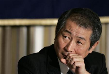 Nomura Holdings Inc Chief Executive Kenichi Watanabe listens to a question during a news conference at the Foreign Correspondents' Club of Japan in Tokyo November 19, 2008. REUTERS/Yuriko Nakao/files