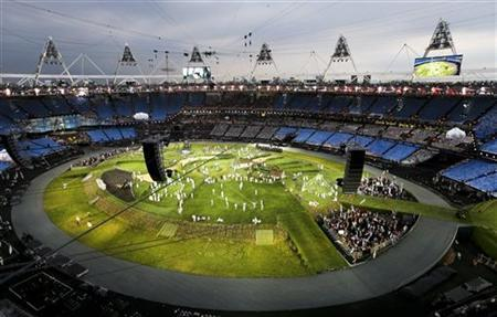 Actors perform during a pre-show in the Olympic Stadium before the opening ceremony of the London 2012 Olympic Games, July 27, 2012. REUTERS/Pawel Kopczynski