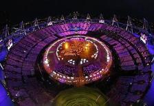 Uma foto mostra uma vista panorâmica da cerimônia de abertura dos Jogos Olímpicos de 2012, em Londres. 27/07/2012 REUTERS/Pawel Kopczynski