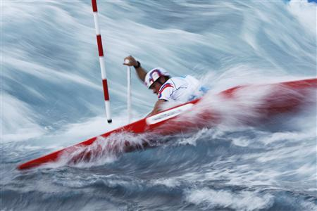 Paddlers and fans love it wet and wild - Reuters