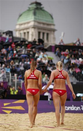 Britain's Shauna Mullin (R) and Zara Dampney change sides during their women's beach volleyball preliminary round match against Canada at the London 2012 Olympics Games at the Horses Guards Parade July 29, 2012. REUTERS/Marcelo del Pozo