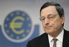 <p>Le comité de surveillance interne de l'Union européenne a ouvert une enquête sur Mario Draghi, président de la Banque centrale européenne (BCE) à la suite d'une plainte pour conflit d'intérêts, a dit une porte-parole de l'institution. /Photo prise le 5 juillet 2012/REUTERS/Alex Domanski</p>