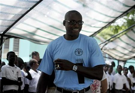 Carl Lewis (C), nine-time U.S. Olympic gold medalist and Goodwill Ambassador for the UN Food and Agriculture Organization (FAO), arrives at a school in Port-au-Prince June 13, 2011. REUTERS/Swoan Parker