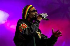 Rapper Snoop Dogg performs on stage during a concert in Arendal, some 250 km (155 miles) south of Oslo, June 28, 2012. REUTERS/Toer Erik Schroder/NTB Scanpix