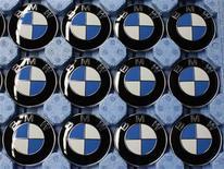 <p>BMW fait état du deuxième meilleur bénéfice trimestriel de son histoire, 2,27 milliards d'euros sur la période avril-juin,, alors que le consensus établi par Reuters était de 2,19 milliards. /Photo d'archives/REUTERS/Michaela Rehle</p>