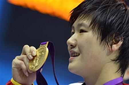 China's Ye Shiwen poses with her gold medal during the women's 200m individual medley victory ceremony during the London 2012 Olympic Games at the Aquatics Centre July 31, 2012. REUTERS/Toby Melville